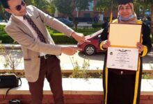 "Photo of الطبيب ""حسام"" يهدى روب التخرج لبطلته الحقيقية"